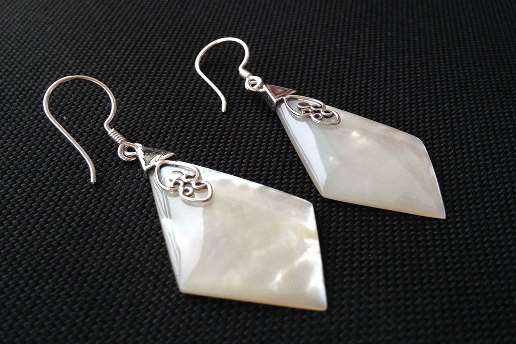 Earrings White MOP - DIAMOND